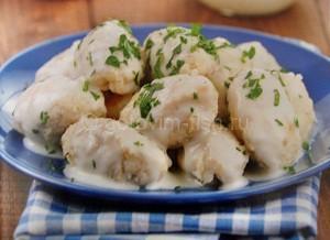 клецки из рыбы под соусом
