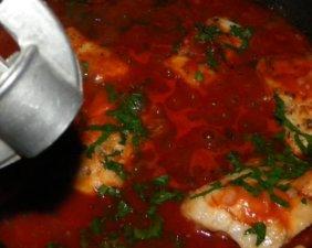 Рыба залитая томатом