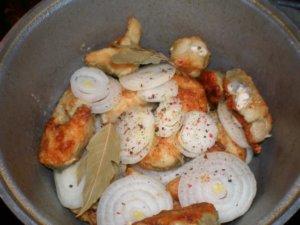 Рыб и лук со специями