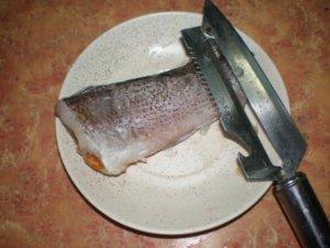 Снятие чешуи с рыбы