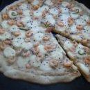 Пицца с креветками и моцареллой