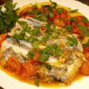 Рыба-сабля тушеная с овощами