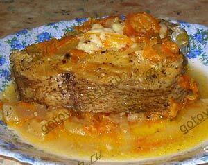 сом под грибным соусом