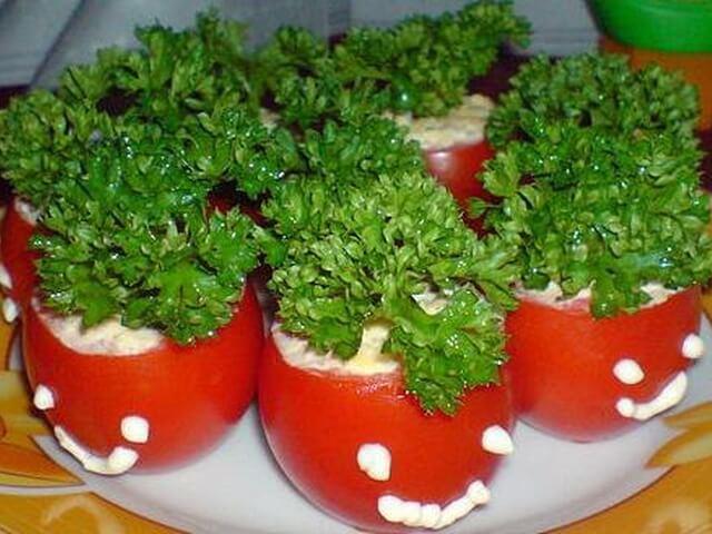 Помидоры фаршированные рыбным салатом
