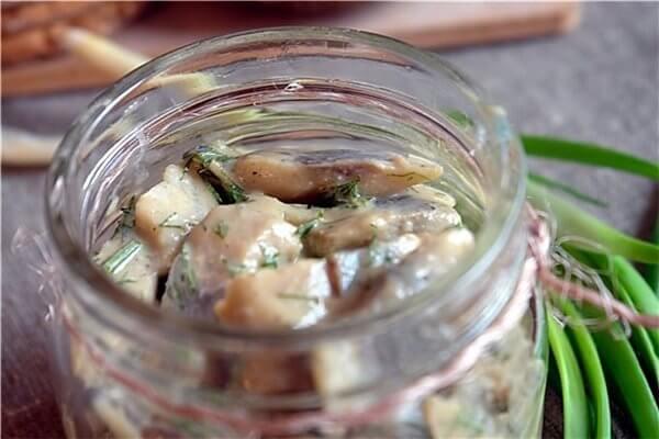 Сельдь соленая с оливковым маслом