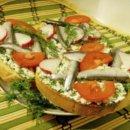 Бутерброды с хамсой и сыром