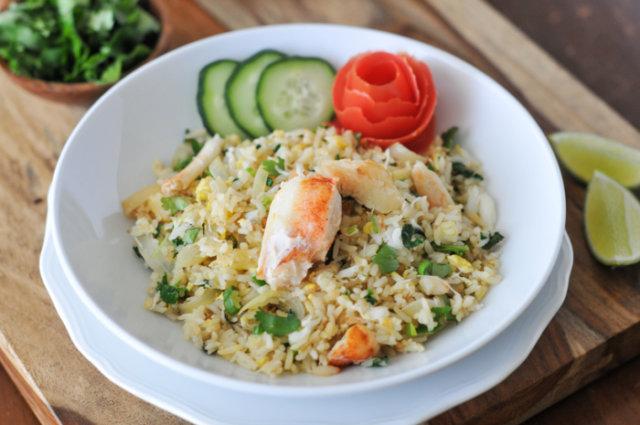 Рисовый салат с крабами