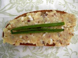 Форшмак с картошкой на хлебе