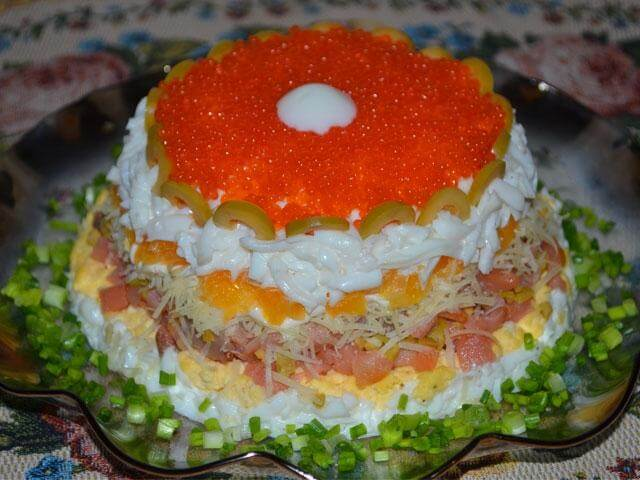 Салат с семгой и креветками слоеный рецепт с