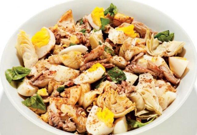 Салат из крабов и маринованных овощей