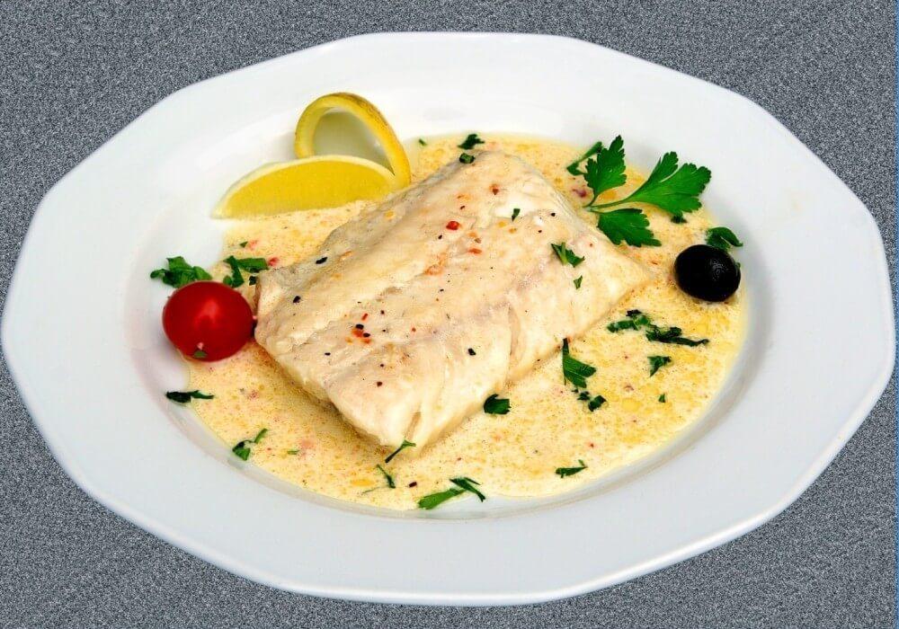 Осетровая рыба в молочном соусе