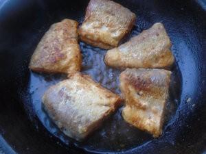 Пелядь жареная на сковороде