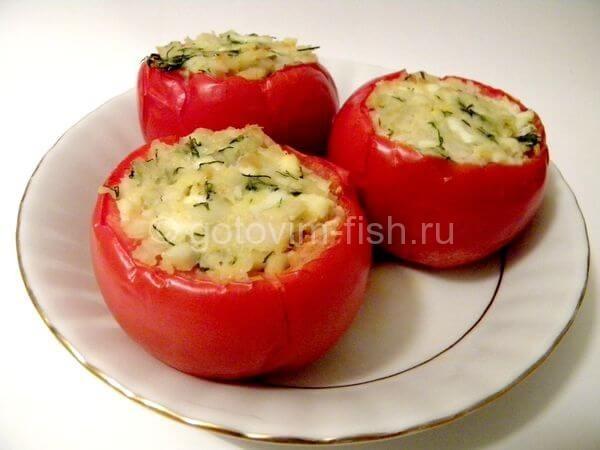 Горячая закуска из судака в помидорах