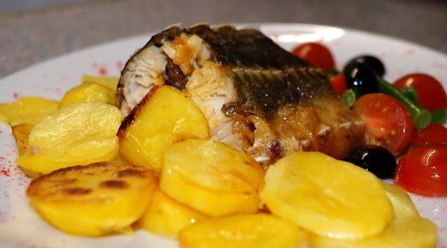 Осетровая рыба жареная целиком с картошкой