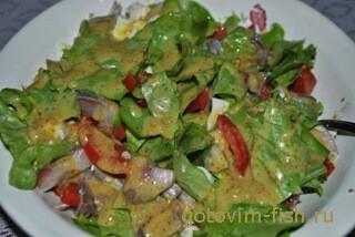 Салат с сельдью под горчичной заправкой