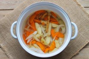 Овощи в кастрюле для супа