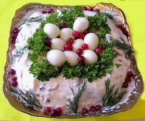 Салат пасхальный с кальмарами