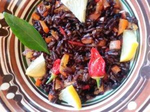 Черный рис с перцем