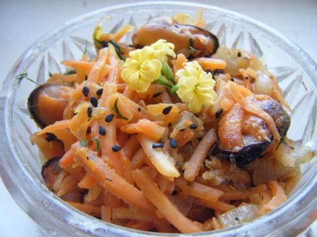 Салат из мидий и корейской моркови