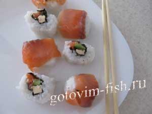Урамаки с красной рыбой