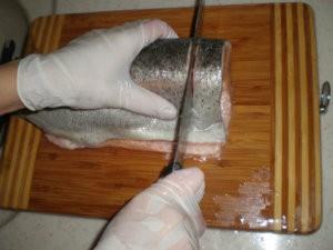 Нарезка семги на стейки