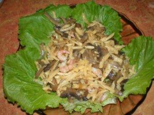 Салат на листьях салата