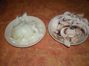 Лук и грибы для салата
