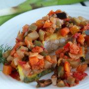 Стейк зубатки под овощами