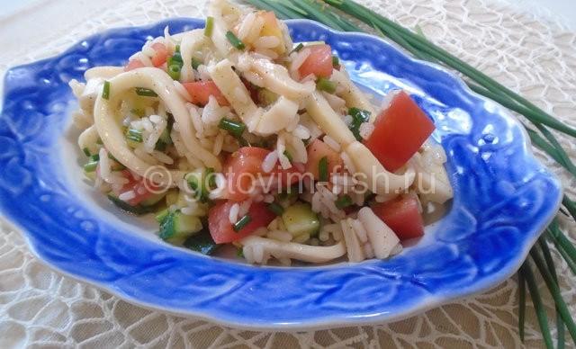 Салат из кальмаров и риса
