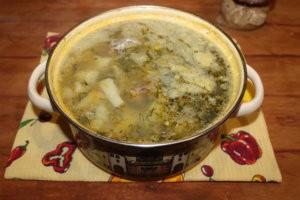 Рыбный суп в кастрюле