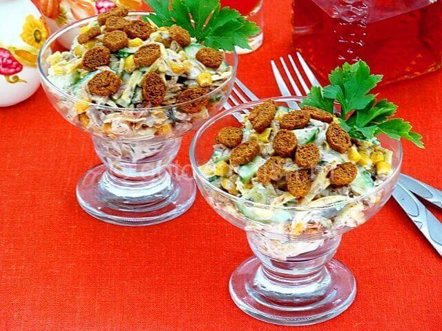 Салат из тунца и свежего огурца