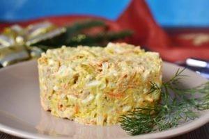 Салат из тунца с сухариками