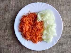 Морковь и лук для фарширования рыбы